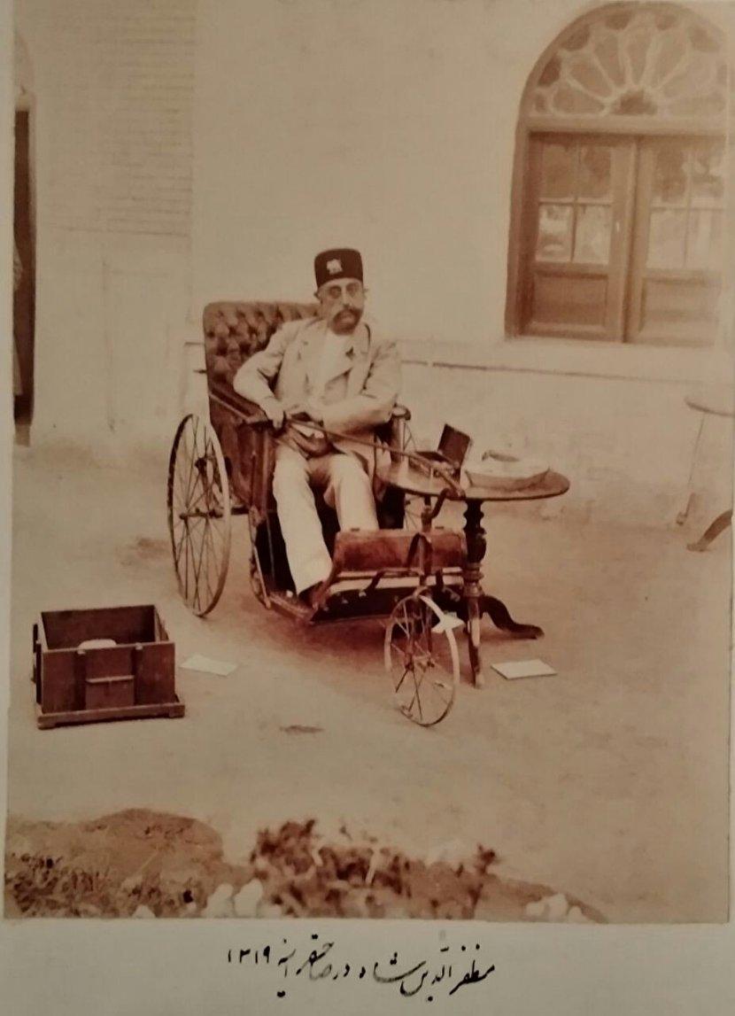 عکس: میز و صندلی عجیب مظفرالدین شاه قاجار!
