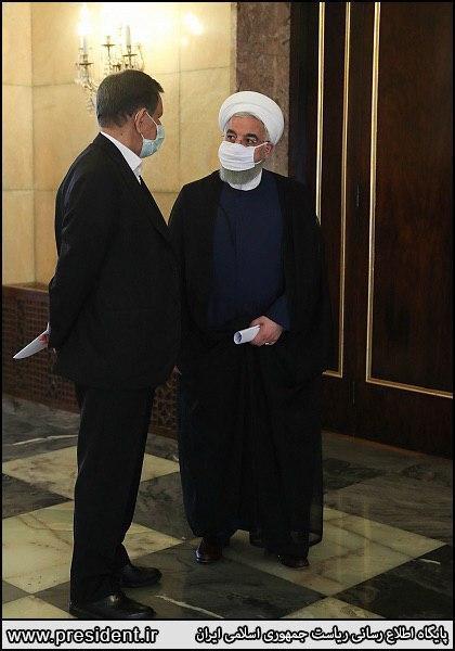 عکس: گفتگوی روحانی و جهانگیری با ماسک در حاشیه جلسه دولت