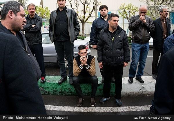 عکس/ بی قراری فرهاد قائمی در مراسم تشییع رضا ابراهیمی