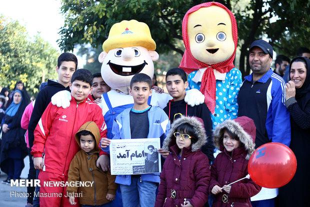 برپایی جشن انقلاب و همایش بزرگ پیاده روی خانوادگی در ساری