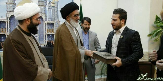 کیانوش رستمی خادم حرم حضرت معصومه(س) شد +عکس