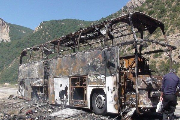 آتش سوزی اتوبوس بنز با 26 مسافر در جنگل گلستان (+عکس)