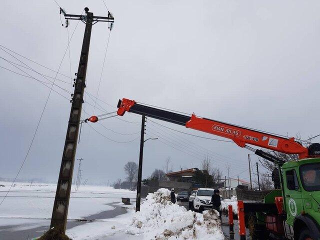 اعزام اکیپ عملیاتی دیگر از توزیع برق مازندران به مناطق برف زده گیلان