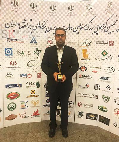 دریافت تندیس طلایی توسط سیمان مازندران در پنجمین گرد همایی بزرگ مسئولین دولت و مدیران بنگاه های منتخب اقتصادی ایران