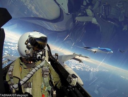 خلبان هلندی اف ۱۶