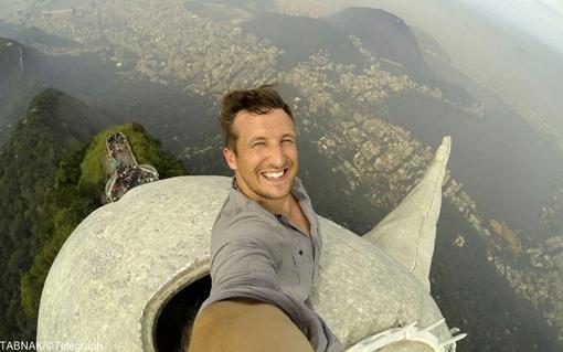 لی تامپسون با صعود به مرتفع ترین نقطه مجسمه مسیح در ریو دو ژانیرو، عکسی منحصر بفرد گرفته است