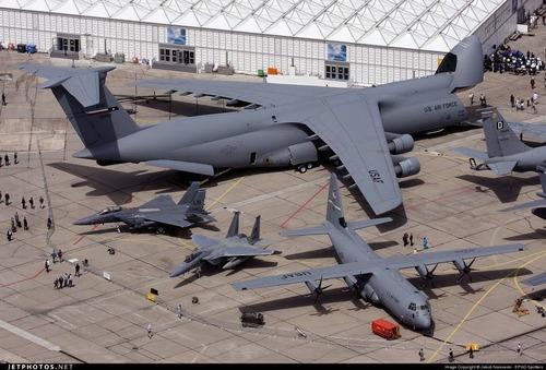 لاکهید سی-۵ گالکسی هواپیمای باربری نظامی موجود در نیروی هوایی آمریکا است.