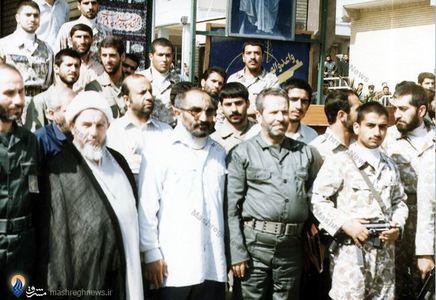 آیت الله محمد محمدی گیلانی در کنار شهید سید اسدالله لاجوردی درمحل زندان اوین
