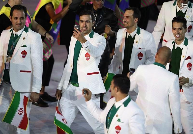 عکس/ سلفی ورزشکاران ایران هنگام رژه